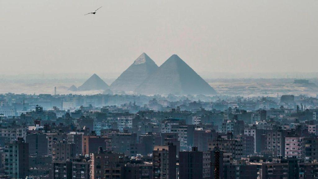 Il Cairo con vista sulle piramidi